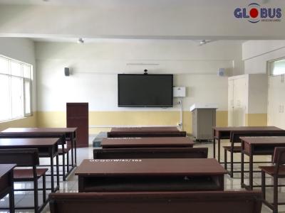 Globus Smart Board in School