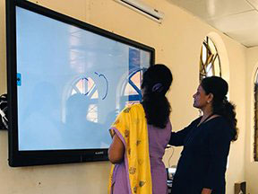Globus Interactive Display for digital learning