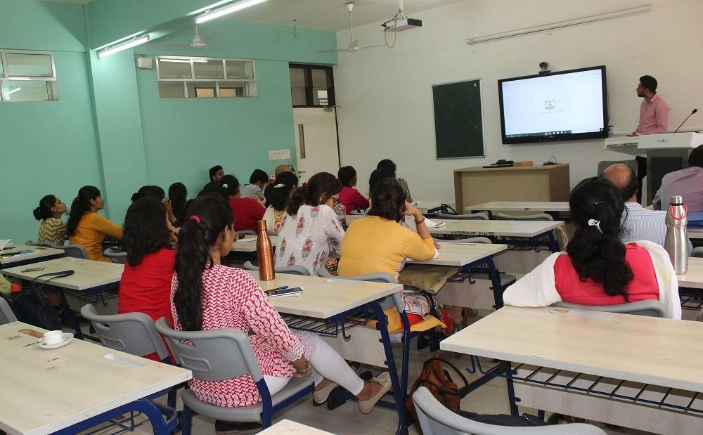 teacher-teaching-using-interactive-display-in-classroom