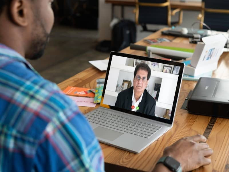 video-conferencing-at-office