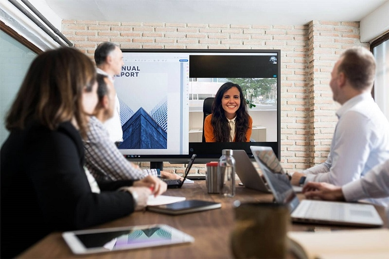 video-conferencing-on-interactive-display